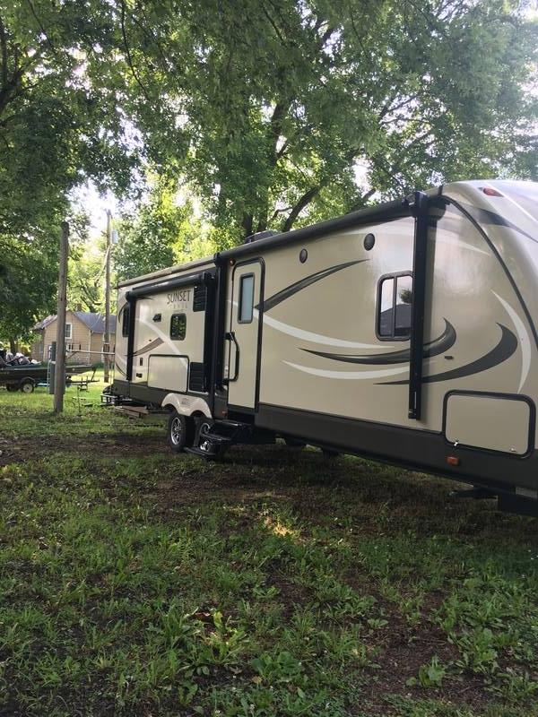 2017 CrossRoads Sunset Trail Super Lite 310RL