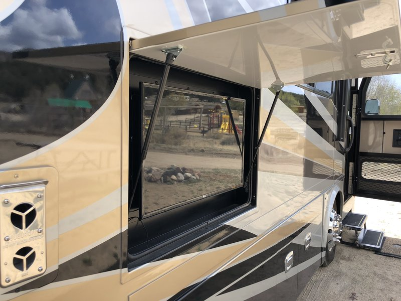 2017 Tiffin Allegro Breeze 31BR