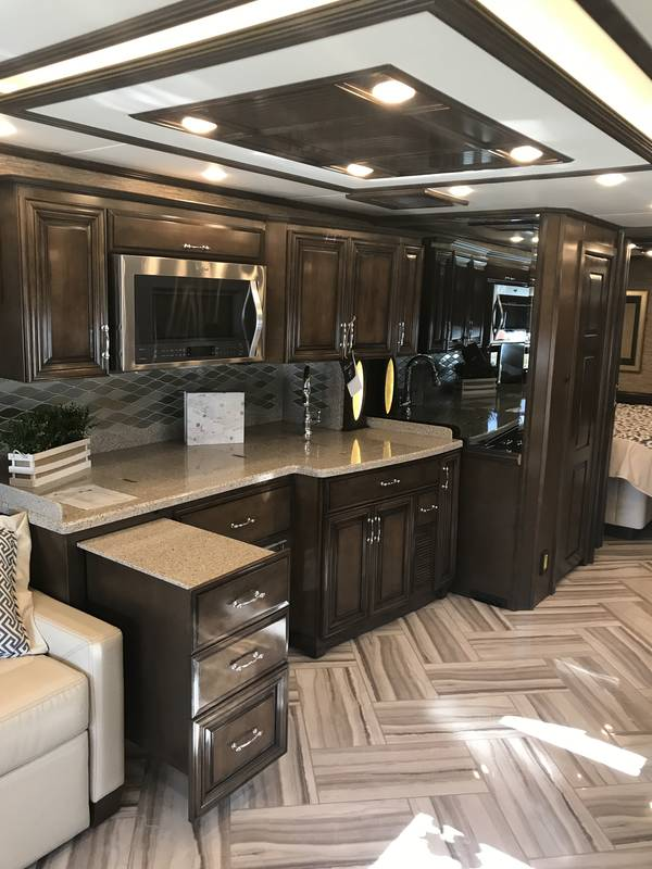 2018 Newmar Mountain Aire 4047