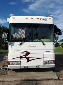 2001 Foretravel Motorcoach Unicoach U320